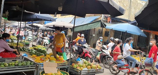 Cầm 500 nghìn mua được thực phẩm ăn cả tuần, người dân đổ xô đi chợ đầu mối - 4