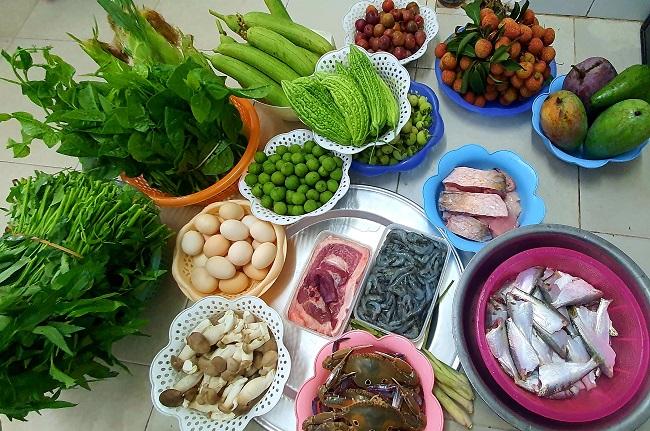 Cầm 500 nghìn mua được thực phẩm ăn cả tuần, người dân đổ xô đi chợ đầu mối - 7