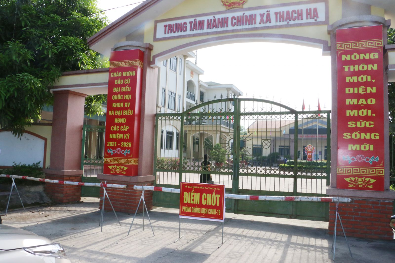 Hà Tĩnh phong toả trụ sở UBND xã và 710 hộ dân vì liên quan ca mắc COVID-19 - hình ảnh 1