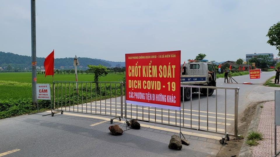 Hai ca mắc COVID-19 mới nhất ở Hà Tĩnh đến nhiều hàng quán, sân bóng đá - hình ảnh 1