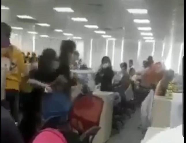 TP.HCM: Sự thật thông tin hàng nghìn người tháo chạy khỏi tòa nhà bị phong tỏa ở quận Tân Bình - hình ảnh 1