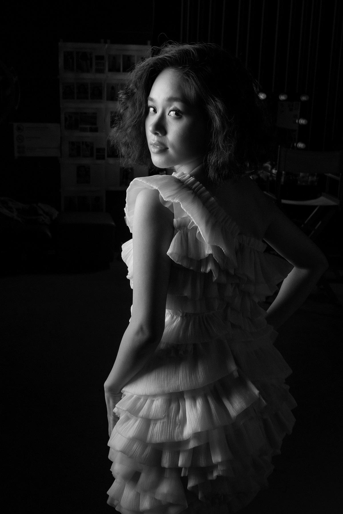 Nude trong MV 3D tự sáng tác, Hoàng Quyên hoá nàng Eva trong vườn địa đàng - hình ảnh 6