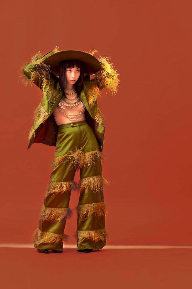 """Sau mốt """"quần tụt"""", con gái 19 tuổi của Mỹ Linh lại diện """"thả rông"""" dạn dĩ, bị phản ứng - 1"""