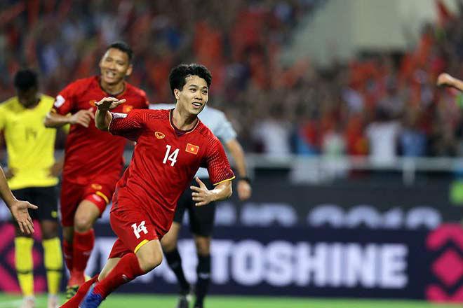 hình ảnh cầu thủ Việt Nam chiến thắng