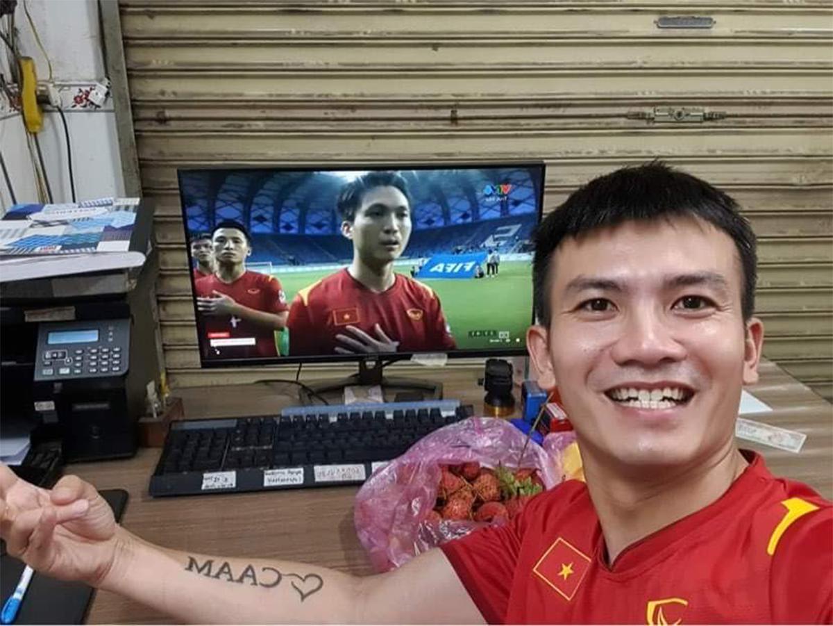 Việt Nam thắng Indonesia 4-0 giữa mùa dịch: Người đeo khẩu trang, người đóng cửa cổ vũ - hình ảnh 1