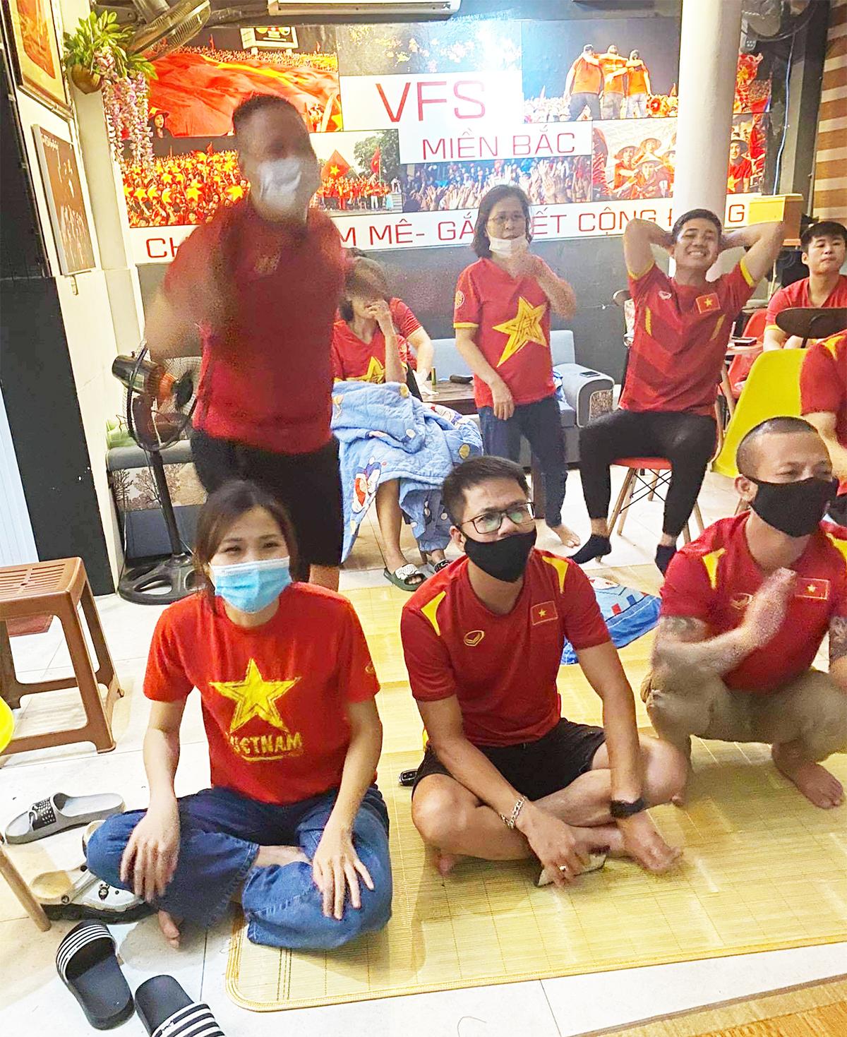 Việt Nam thắng Indonesia 4-0 giữa mùa dịch: Người đeo khẩu trang, người đóng cửa cổ vũ - hình ảnh 9