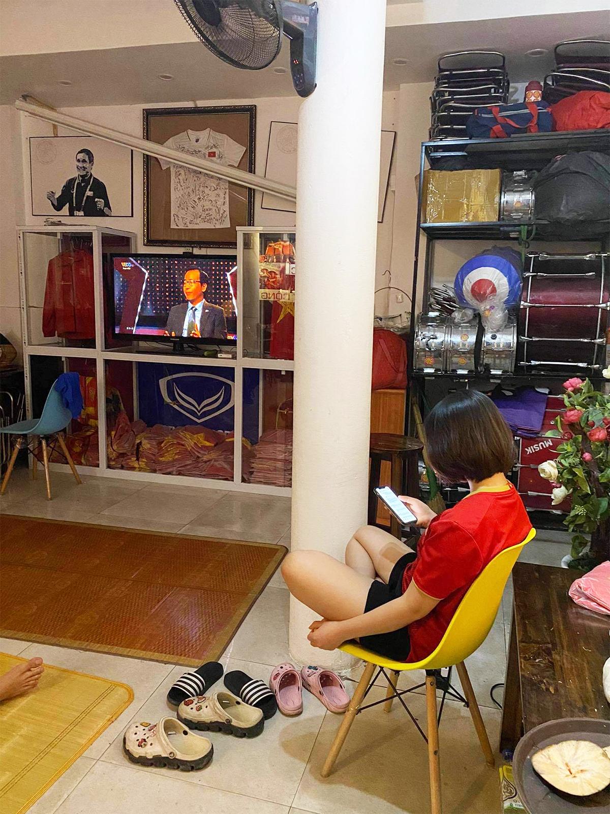 Việt Nam thắng Indonesia 4-0 giữa mùa dịch: Người đeo khẩu trang, người đóng cửa cổ vũ - hình ảnh 4