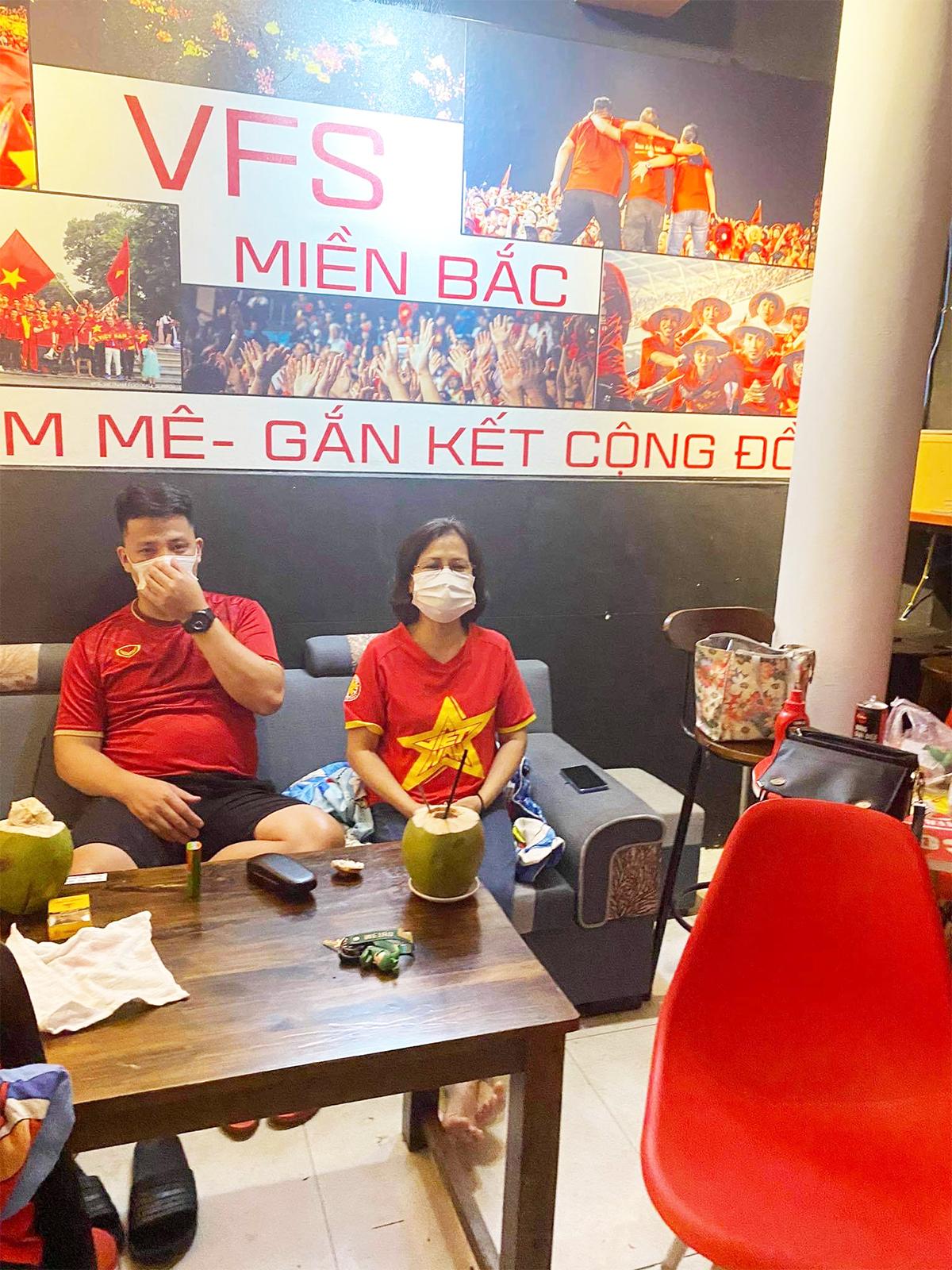 Việt Nam thắng Indonesia 4-0 giữa mùa dịch: Người đeo khẩu trang, người đóng cửa cổ vũ - hình ảnh 5