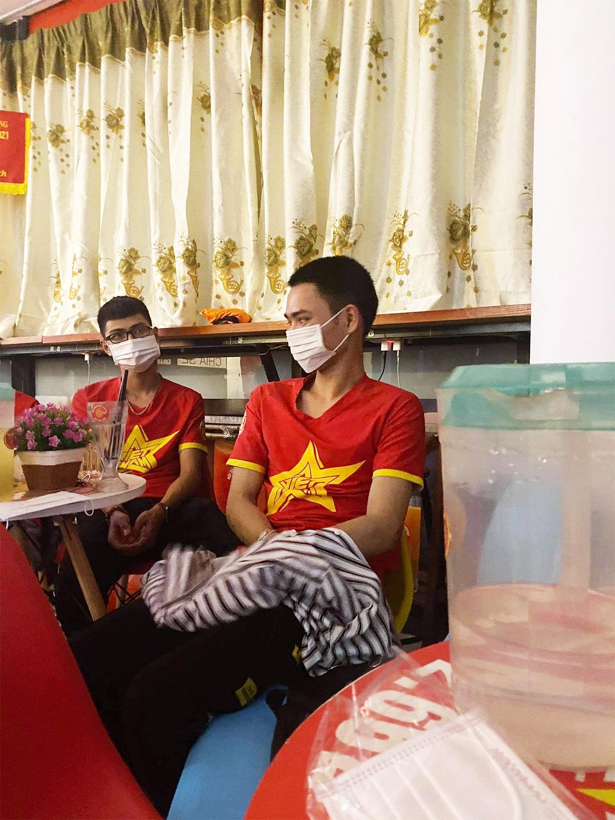 Việt Nam thắng Indonesia 4-0 giữa mùa dịch: Người đeo khẩu trang, người đóng cửa cổ vũ - hình ảnh 6