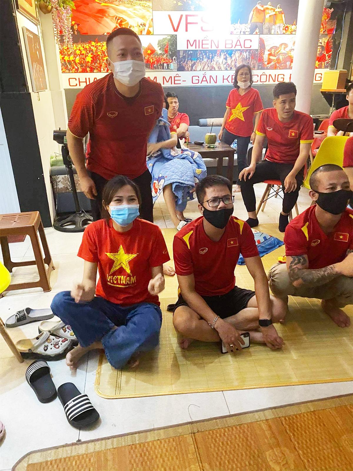 Việt Nam thắng Indonesia 4-0 giữa mùa dịch: Người đeo khẩu trang, người đóng cửa cổ vũ - hình ảnh 8