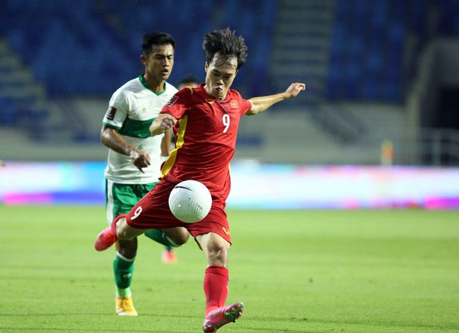 Xót xa tuyển thủ Việt Nam cõng nhau rời sân sau trận thắng Indonesia