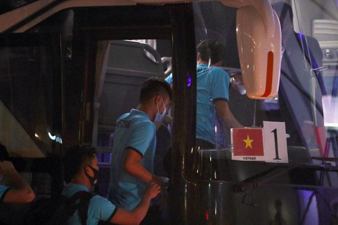Xót xa tuyển thủ Việt Nam cõng nhau rời sân sau trận thắng Indonesia - 10