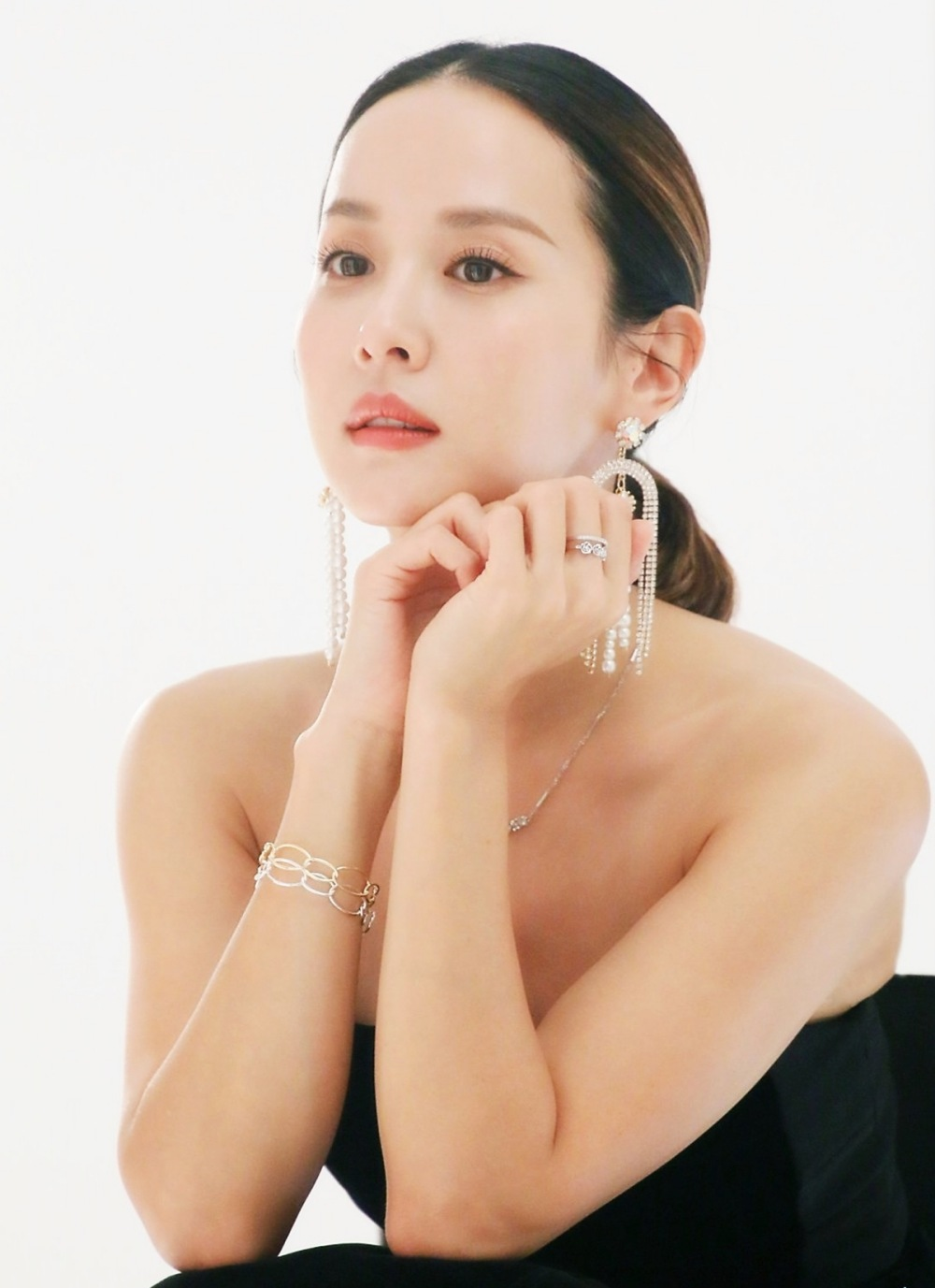 Jo Yeo Jung tuổi 40 vẫn tươi mơn mởn nhờ loạt tips làm đẹp - 4