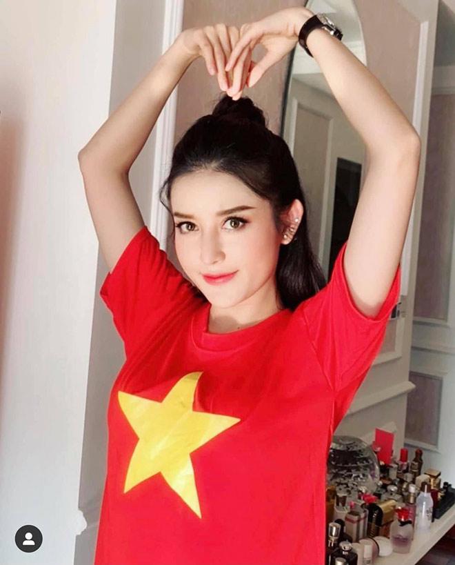Hoa hậu Khánh Vân cùng dàn người đẹp phấn khích khi ĐT Việt Nam thắng lớn - 9
