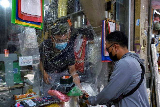 CDC Mỹ: Việt Nam thuộc nhóm nguy cơ lây lan Covid-19 thấp nhất - 1