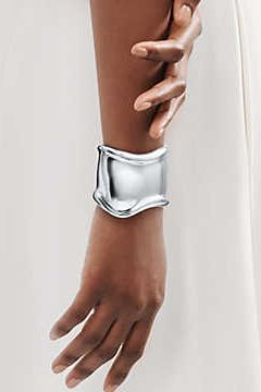 Những tác phẩm làm nên tên tuổi của nữ thiết kế nhà trang sức đình đám Tiffany & Co - hình ảnh 1