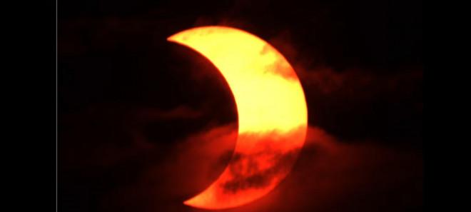 """Chiêm ngưỡng nhật thực """"vòng lửa Bắc Cực"""" xuất hiện khắp thế giới - 8"""