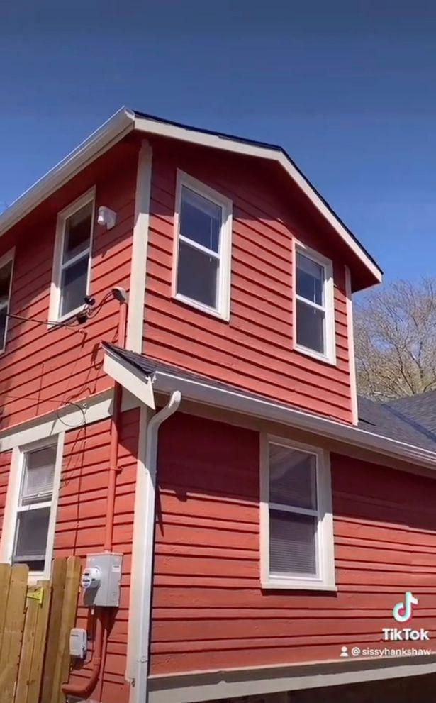 Cặp đôi mua nhà qua mạng, 2 tháng sau đến xem thì phát hiện bí mật ngỡ ngàng - 2