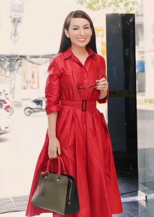 """Phi Nhung 2 lần sang tận nhà hỏi cưới Hoài Linh và mối quan hệ """"không thể nói bằng lời"""" - 1"""