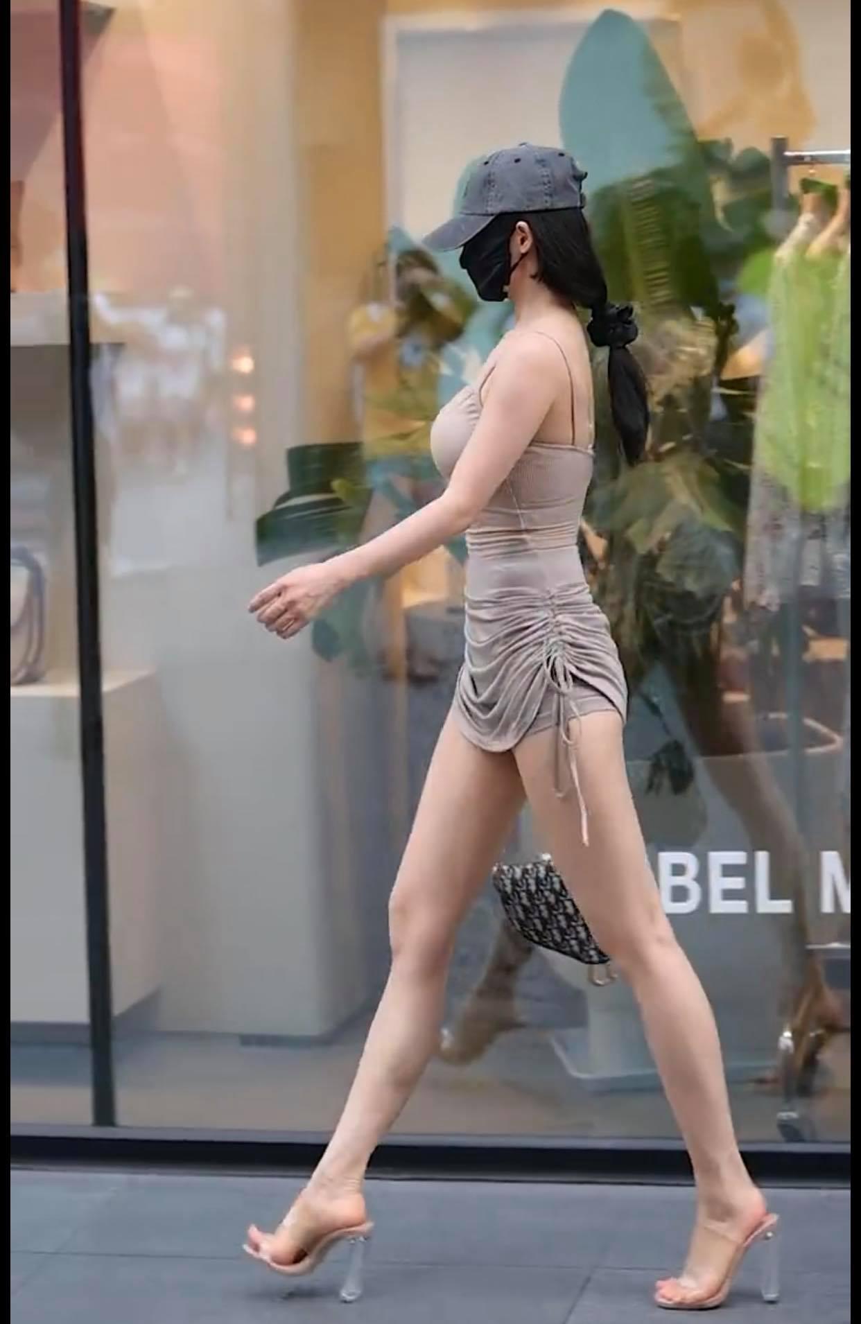 Váy rút dây cao ngang hông, người đẹp đường phố thu hút mọi ánh mắt - 3