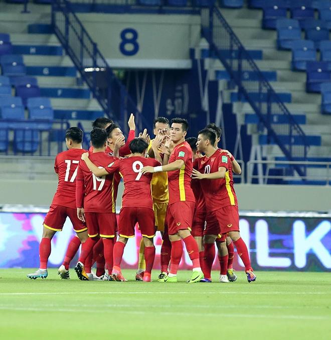 Tuyển Việt Nam sút hết cỡ, không bỏ lỡ mọi cơ hội khi đối đầu Malaysia để giành vé đi tiếp - 1