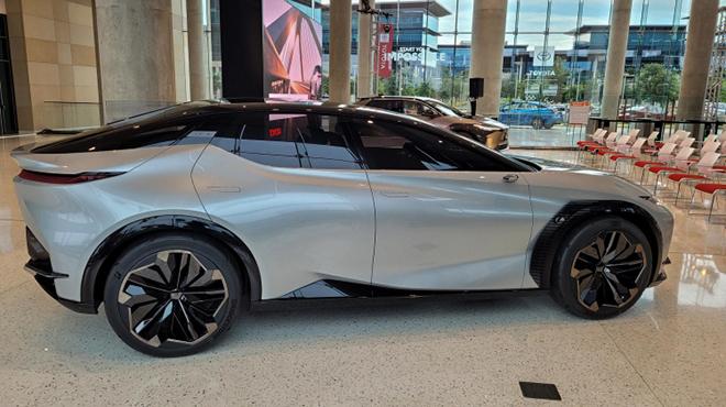 Cận cảnh mẫu xe SUV động cơ điện mới nhất của Lexus - 4