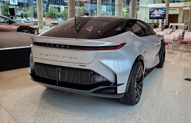 Cận cảnh mẫu xe SUV động cơ điện mới nhất của Lexus - 6