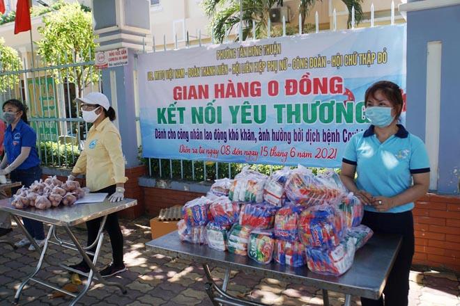 """""""Gian hàng 0 đồng"""" và hình ảnh ấm lòng ở Sài Gòn giữa dịch COVID-19 - hình ảnh 10"""