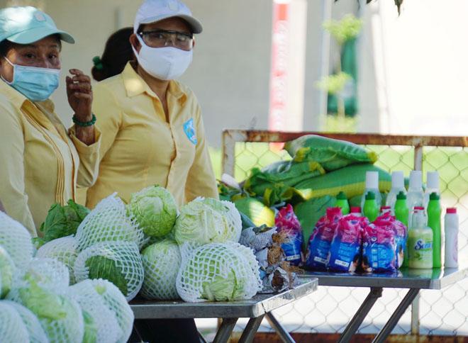 """""""Gian hàng 0 đồng"""" và hình ảnh ấm lòng ở Sài Gòn giữa dịch COVID-19 - hình ảnh 11"""