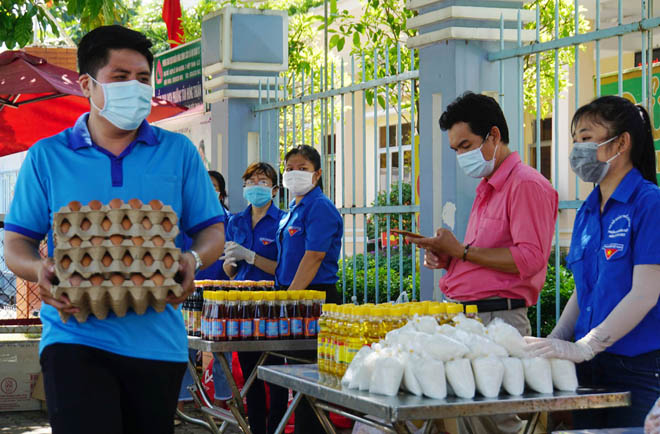 """""""Gian hàng 0 đồng"""" và hình ảnh ấm lòng ở Sài Gòn giữa dịch COVID-19 - hình ảnh 2"""