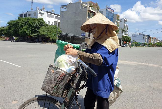 """""""Gian hàng 0 đồng"""" và hình ảnh ấm lòng ở Sài Gòn giữa dịch COVID-19 - hình ảnh 6"""