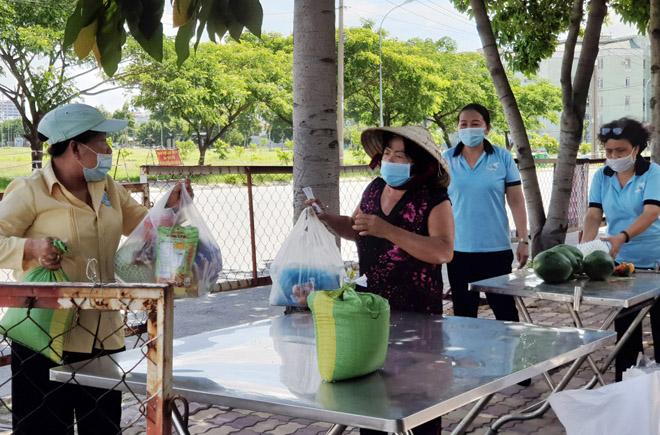 """""""Gian hàng 0 đồng"""" và hình ảnh ấm lòng ở Sài Gòn giữa dịch COVID-19 - hình ảnh 7"""