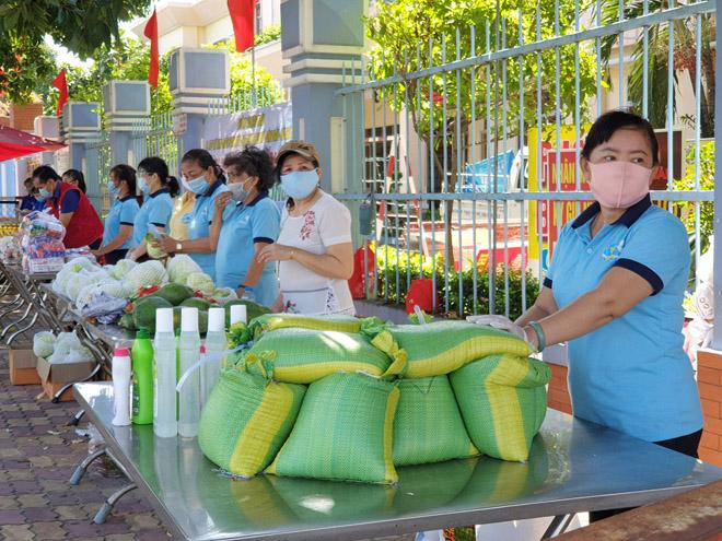 """""""Gian hàng 0 đồng"""" và hình ảnh ấm lòng ở Sài Gòn giữa dịch COVID-19 - hình ảnh 9"""