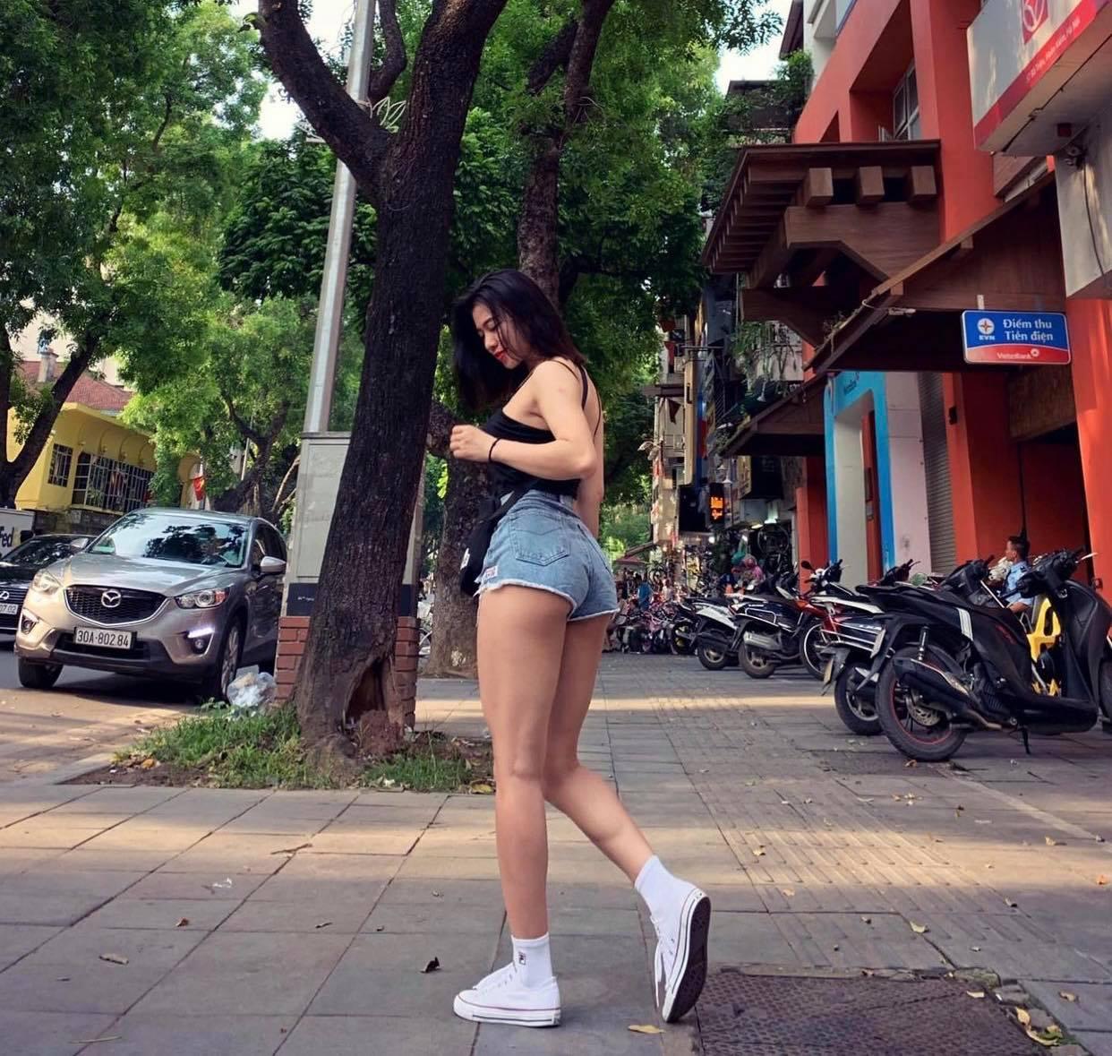 Nữ cổ động viên hot của trận bóng Việt Nam - Malaysia có 3 vòng đẹp vượt trội nhờ gym - 4