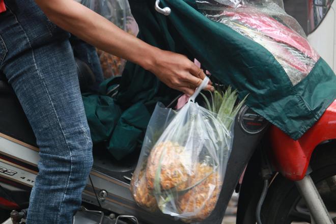 """Ông Đoàn Ngọc Hải bán hết xe hoa quả sau 15 phút, """"lãi"""" hơn 4 triệu đồng - hình ảnh 5"""
