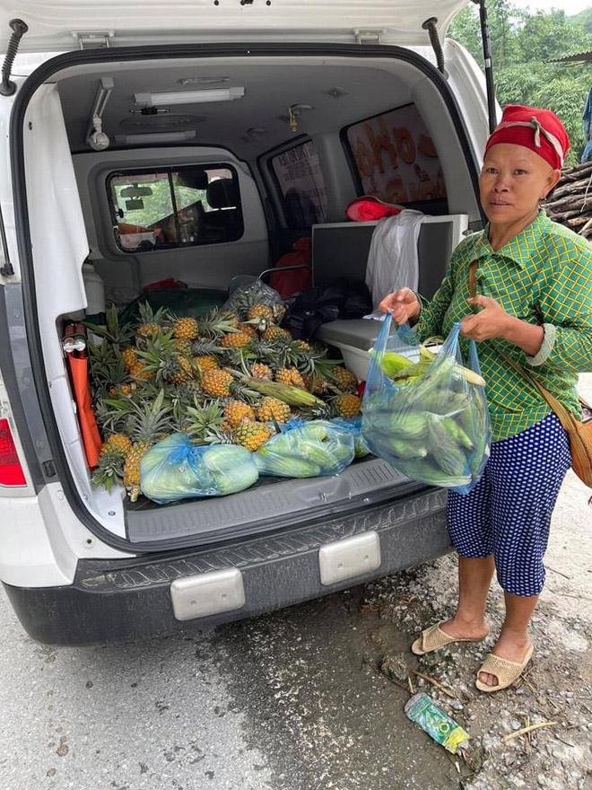 """Ông Đoàn Ngọc Hải bán hết xe hoa quả sau 15 phút, """"lãi"""" hơn 4 triệu đồng - hình ảnh 8"""
