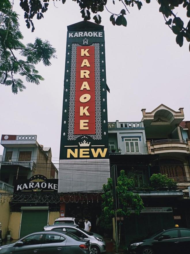 """31 """"dân chơi"""" tụ tập tới quán karaoke New 5 sao """"bay, lắc"""" giữa mùa dịch - 2"""