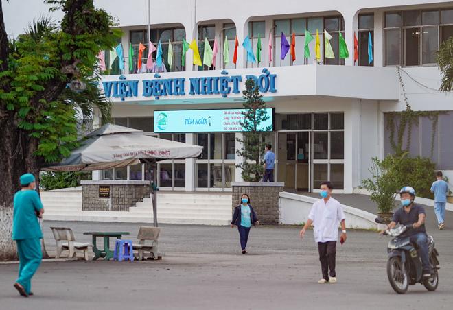 Phát hiện 22 nhân viên Bệnh viện Bệnh Nhiệt đới TP.HCM nghi nhiễm COVID-19 - 1
