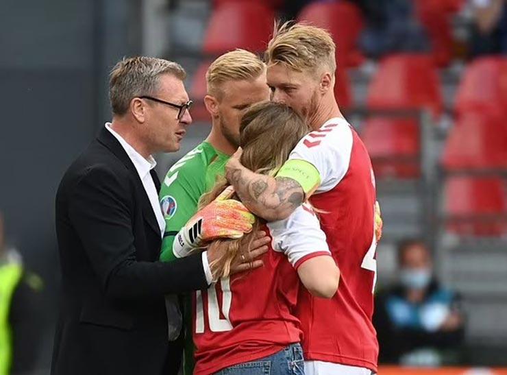 Bi kịch EURO: Eriksen (Đan Mạch) đổ gục trên sân, nguy hiểm đến tính mạng - 8