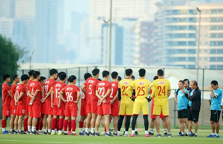"""HLV Park Hang Seo truyền """"bí kíp"""" cho Quang Hải trước trận gặp UAE - 1"""