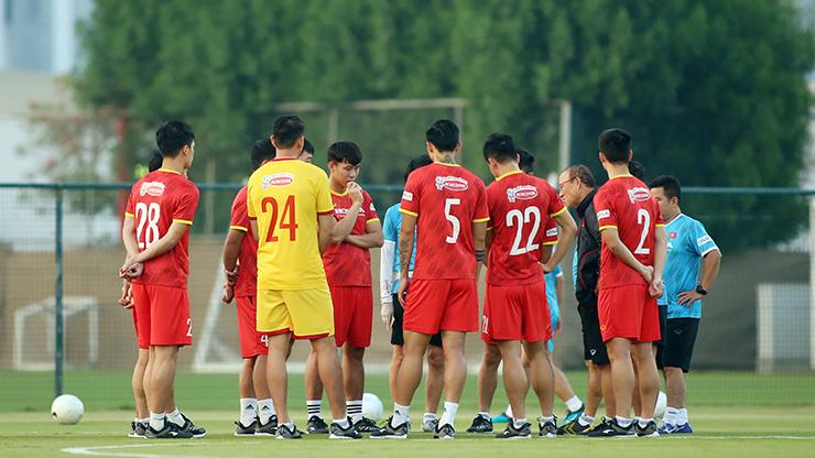 """HLV Park Hang Seo truyền """"bí kíp"""" cho Quang Hải trước trận gặp UAE - 2"""