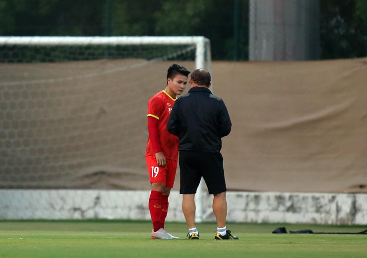 """HLV Park Hang Seo truyền """"bí kíp"""" cho Quang Hải trước trận gặp UAE - 5"""
