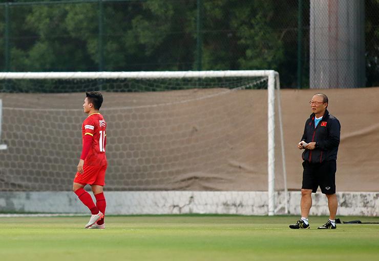 """HLV Park Hang Seo truyền """"bí kíp"""" cho Quang Hải trước trận gặp UAE - 6"""