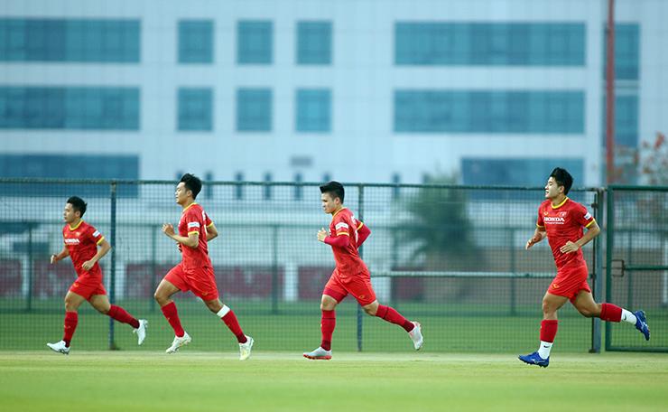 """HLV Park Hang Seo truyền """"bí kíp"""" cho Quang Hải trước trận gặp UAE - 7"""