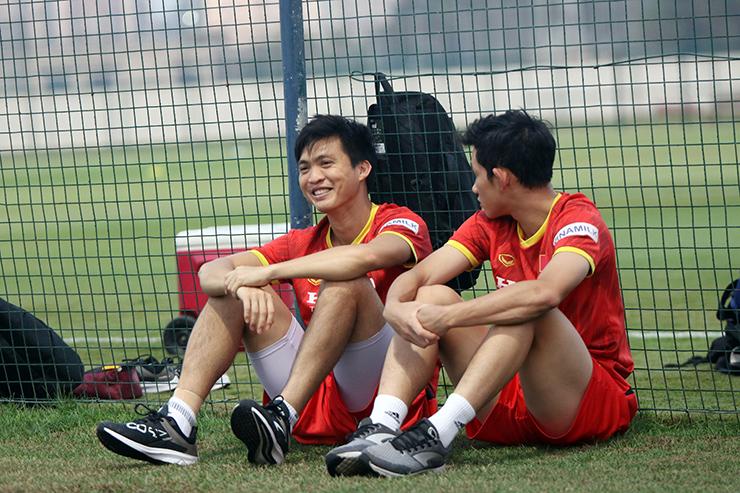 """HLV Park Hang Seo truyền """"bí kíp"""" cho Quang Hải trước trận gặp UAE - 9"""