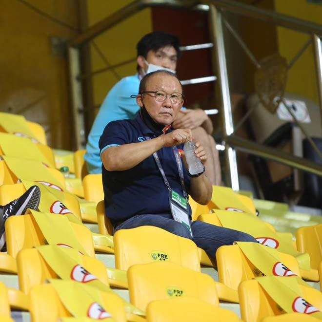 HLV Park Hang Seo ngồi ở đâu, có được liên lạc với ĐT Việt Nam? - 3