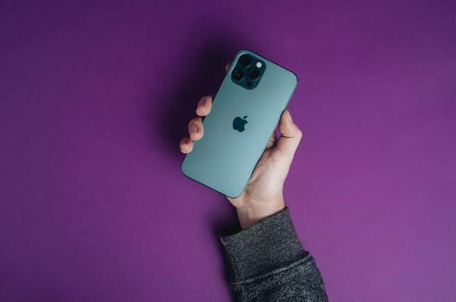 iPhone 12 Pro quá bền, iFan không cần mua phụ kiện này - 3
