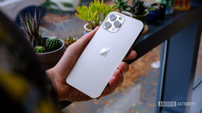 iPhone 12 Pro quá bền, iFan không cần mua phụ kiện này - 4