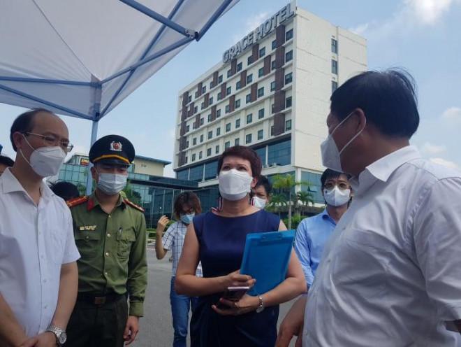 """Thứ trưởng Bộ Y tế liên tục """"truy bài"""" khi kiểm tra thực tế phòng chống dịch ở Thái Nguyên - 7"""
