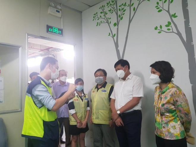 """Thứ trưởng Bộ Y tế liên tục """"truy bài"""" khi kiểm tra thực tế phòng chống dịch ở Thái Nguyên - 5"""